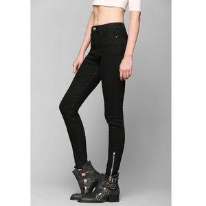 BDG High Rise Twig Ankle Zip Skinny Jeans in Black